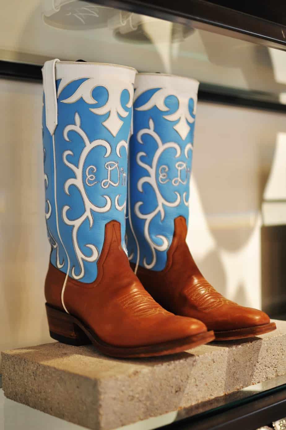 img_miron crosby_word2thabyrdblog_wedding boots
